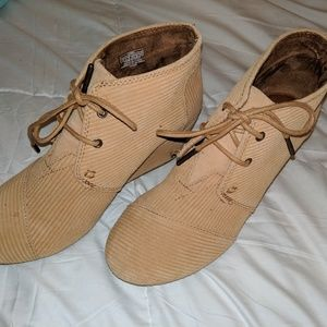 Toms Wedges tan corderoy size 7